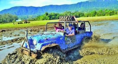 Participantes enfrentaram obstáculos naturais durante a trilha - Crédito: Aventura e Adrenalina