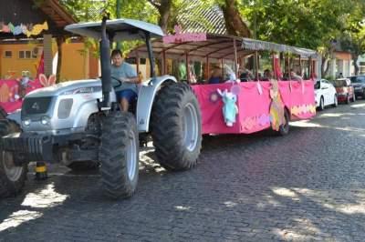 Passeio de Dindinho é uma das atrações para visitantes