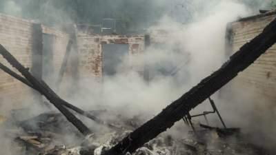 Bombeiros atenderam três incêndios ao mesmo tempo neste domingo