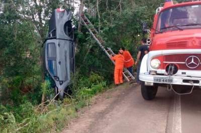 Saída de pista deixa dois feridos na Vila Passa Sete, Candelária