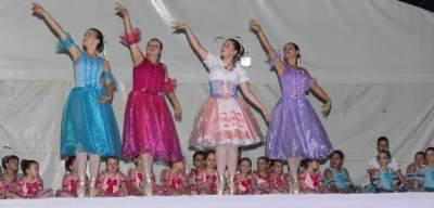 No palco do Natal das Candeias, a leveza do ballet
