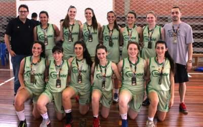 A equipe do Colégio Sinodal de São Leopoldo: campeã sub 17
