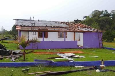 Casa de Maria Oliva de Souza Maia também não aguentou o temporal e sofreu danos (Fotos: Cristiano Silva)