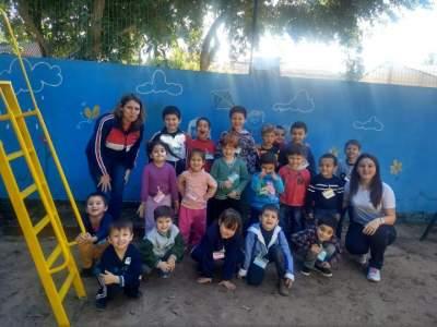 Turma de alunos do pré com a professora Roseli e estagiária Bruna