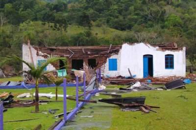 Galpão de Maria Oliva de Souza Maia não aguentaram o temporal e sofreram danos
