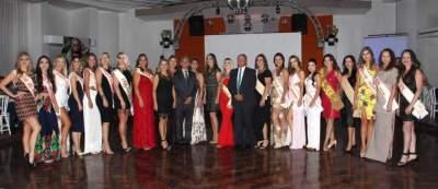 As ex Musas de Candelária, homenageadas no jantar, no Clube Rio Branco, com o prefeito Paulo e Vice Nestor