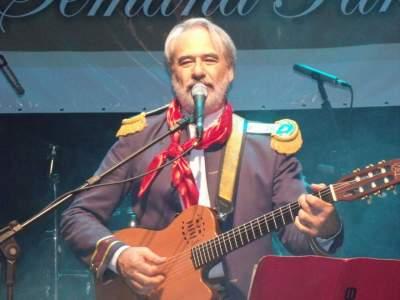 Natal das Candeias: show de harpas e Délcio Tavares e banda