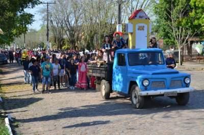 Desfile Cívico homenageia a Pátria em Cerro Branco