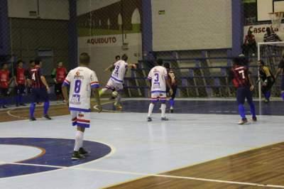 Pivô Digo (chutando a gol) marcou dois na vitória do Atlético sobre o São José