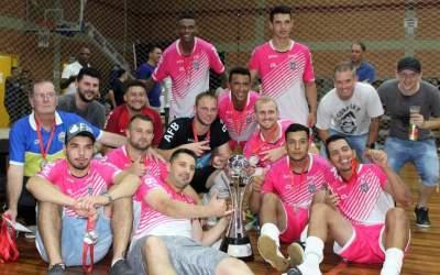A equipe do Art Sul com o troféu de vice-campeão do livre
