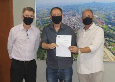 Rim e Cristiano com o secretário Jorge Mallmann