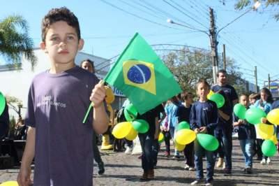Caminhada Cívica leva grande público à avenida Pereira Rego