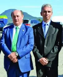 Roberto Argenta (à esquerda) e Prefeito Paulo Butzge (à direita) na inauguração da fábrica em 2015: na quarta, encontro selou novo acordo