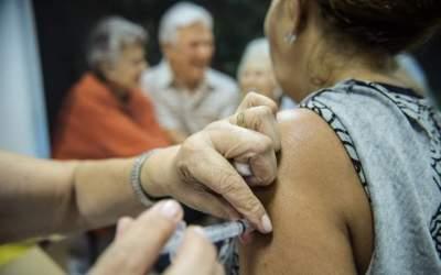 Secretaria de Saúde irá retomar na quarta a vacinação dos idosos