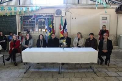 Solenidade na escola La Salle contou com a presença do prefeito, vice e integrantes da equipe de governo