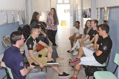 Guia Lopes recebe alunos da UFSM para apresentação de cursos acadêmicos