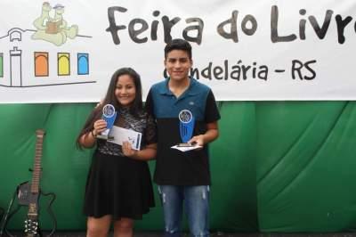 Os irmãos Luiza e Elias: os campeões do 9º Festival da Canção Estudantil