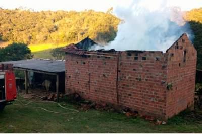Incêndio destrói estufa na Vila União