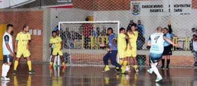 Imagem mostra a cobrança de falta na qual Bruno marcou o segundo gol do Ewaldo Prass