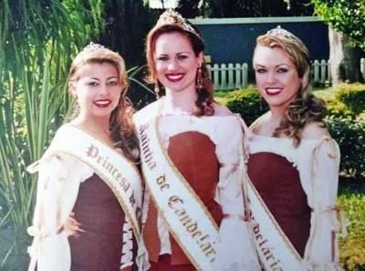 A Rainha Danielle Kaercher, entre as Princesas Marley Rohr e Melina Pohl da Silva