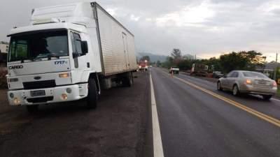 Caminhão Ford Cargo, com placas de Santa Cruz do Sul, atingiu a vítima no lado direito