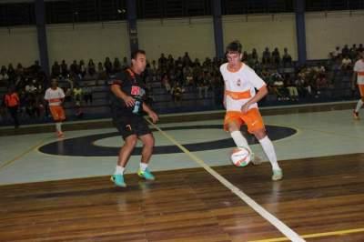 Equilíbrio marca abertura do Municipal de Futsal