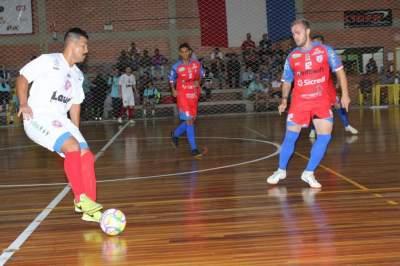 Mancha (à direita) marcou três na vitória do Atlético por 7 a 1 sobre o São José - Fotos: Tiago Mairo Garcia - Folha