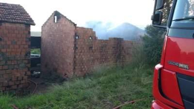 Incêndio atinge estufa de tabaco na Picada Karnopp