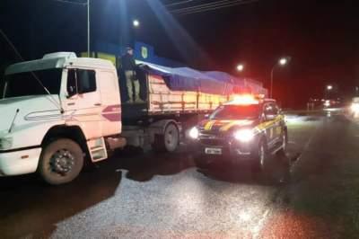 Caminhão é interceptado carregando máquinas para fabricação clandestina de cigarro