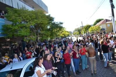 Ato foi marcado também por grande concentração em frente à Prefeitura