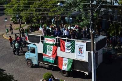 Autoridades se manifestaram durante o ato em frente à sede do Executivo