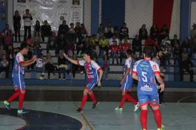 Ala Daniel, de grande atuação, comemora um dos seus três gols
