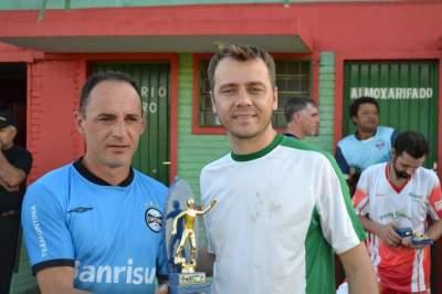 Adriano (E) representou Cecé como goleador da competição