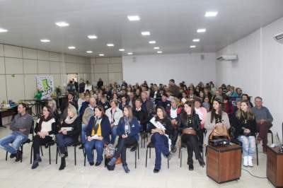 Público lotou a Câmara de Vereadores para participar do evento