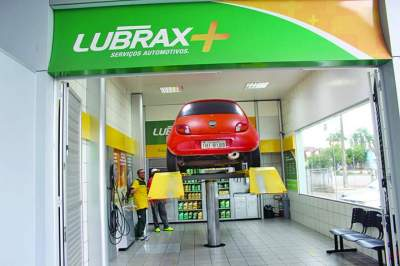 Informe Comercial: Posto Esquinão apresenta o sistema Lubrax +, um novo conceito em troca de óleo