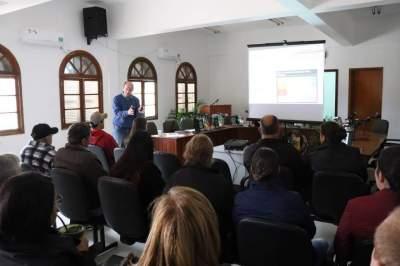 Produção e comercialização de hortifruti pautam reunião