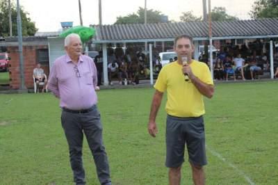 Prefeito Guido Hoff, de Vera Cruz e Derli Blanck, organizador do Gol de Placa