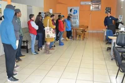 Alunos da Escola Adão Jaime Porto visitam a Folha