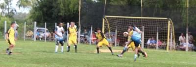 Imagem mostra o lance do gol anotado por Jorge para o Ewaldo Prass