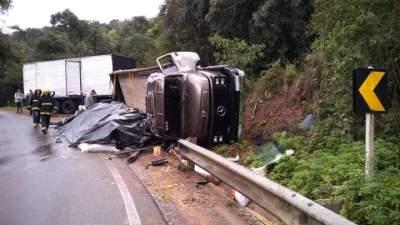 Caminhão tomba na ERS-400