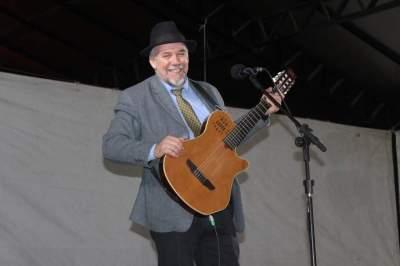 Beto Pires: música e humor