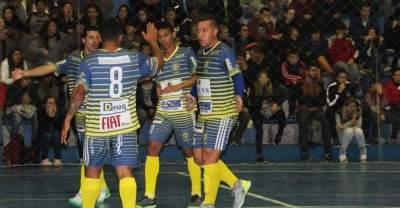 Jogadores do Marvados festejam o gol de Juninho, que abriu a reação da equipe