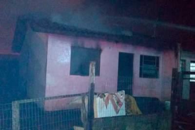Depois de apagarem incêndio, bombeiros recebem trote