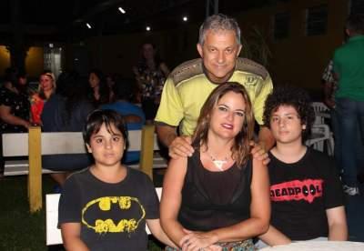 Vianei Batat Adriana Antonio e família