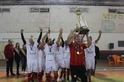 Municipal de Futsal: Posto Potrich/Loja da Mika e Pumas são os campeões