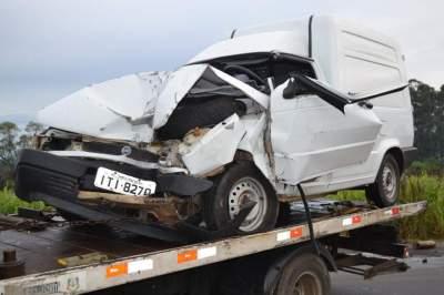 Fiorino colidiu na traseira de uma Van no quilômetro 153 da RSC-287