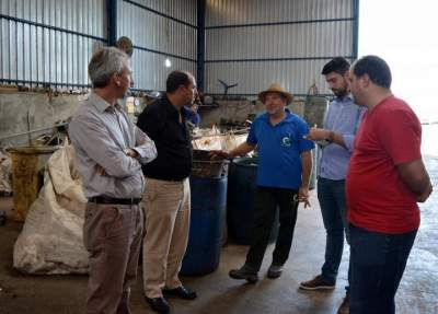 Comitiva candelariense visita cooperativa de reciclagem de lixo
