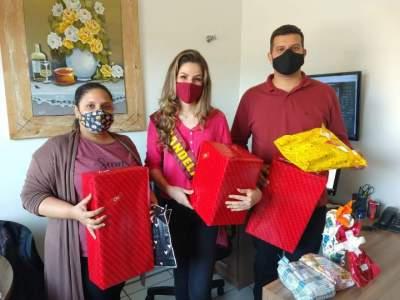 Entrega de presentes para casa Lar no Dia das Crianças