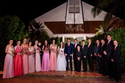 os noivos com os padrinhos