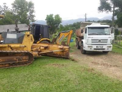 Parte do maquinário utilizado na recuperação das estradas vicinais